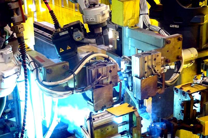 溶接ロボ「小次郎」、「武蔵」と生産性で勝負−松山鋼材、角形鋼管向け稼働