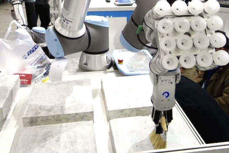 国際ロボット展/提案力でこじ開けろ ロボSI、多彩な用途開拓