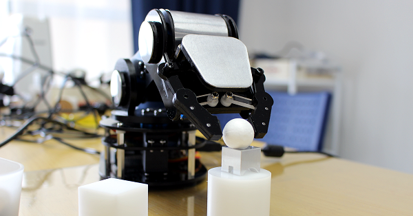 AUTOLAB、学習用卓上ロボアーム開発へ クラウドで資金調達